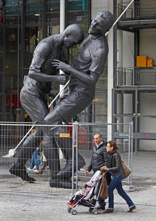 zidane headbutt statue soccer football - 6653054464