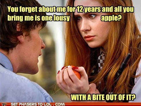 karen gillan,the doctor,Matt Smith,crack in the wall,bite,amy pond,apple,forgot