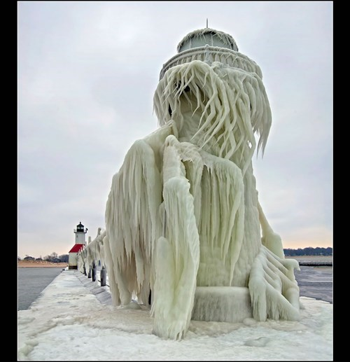 photography,frozen,lighthouse,creepy,snow,ice