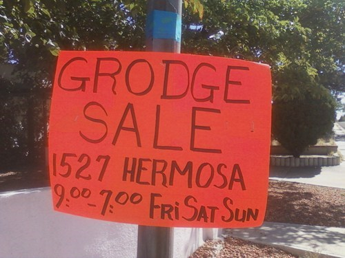 garage sale spelling sign DIY