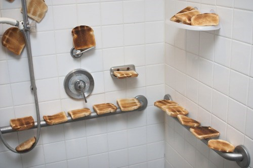 toaster,shower,bread