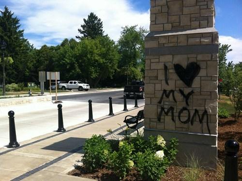 graffiti,i love my mom,spraypaint