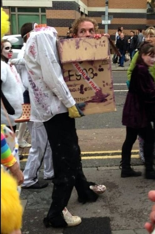 halloween costumes,zombie,head in a box