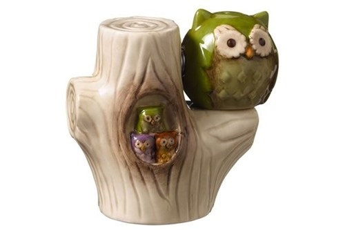 branch,Owl,salt and pepper,stump
