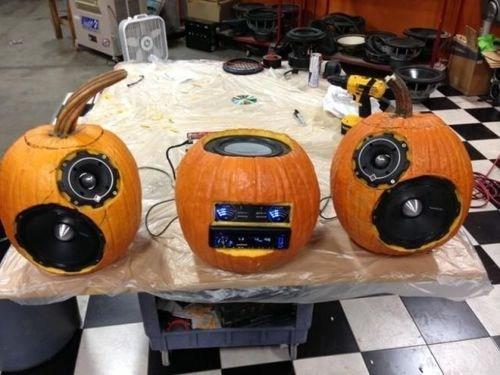 halloween,CD player,pumpkins