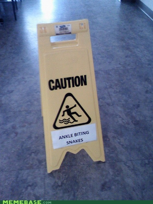 sign caution snakes - 6746958848