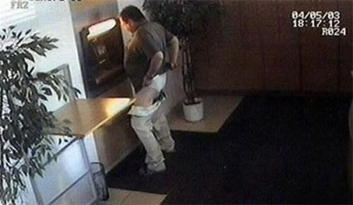 ATM pants down - 6764056320