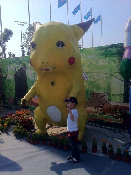 Pokémon,creepy,statue,pikachu