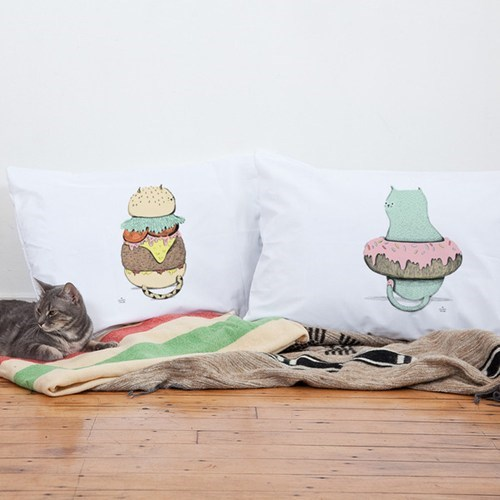 bed,donut,pillowcases,Cats,burger