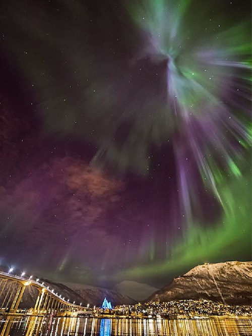 aurora borealis northern lights trippy landscape pretty colors