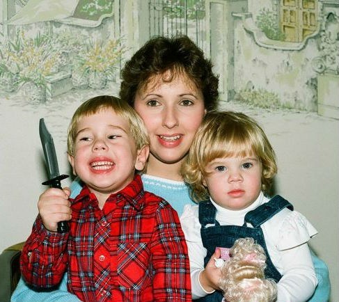 murder kid creepy family portraits knife