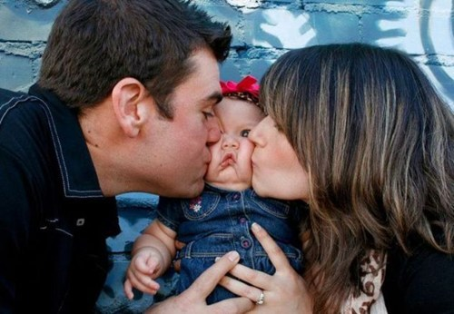 kissing kiss on the cheek - 6795229440