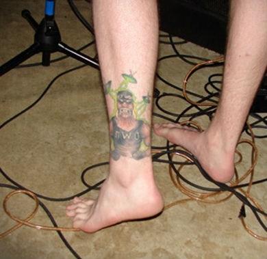 Aliens Hulk Hogan ufo leg tattoos - 6795901440