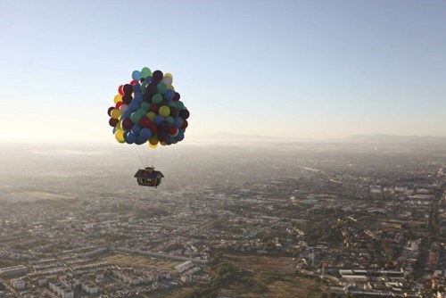 surrealism,adventure,balloon