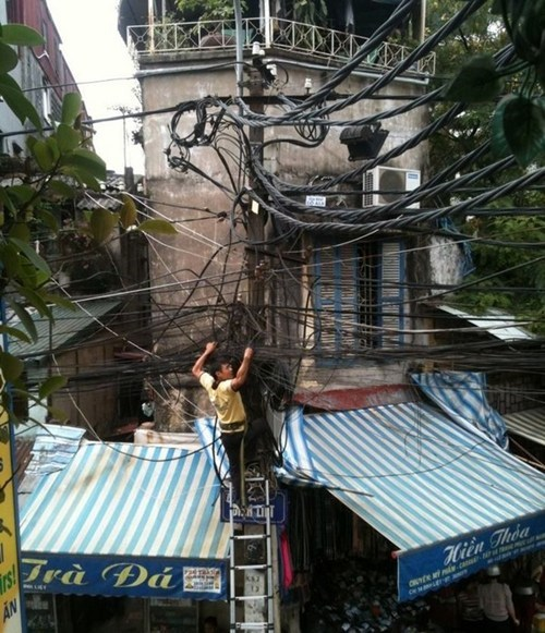 wires,telephone wire,tangled wires,electric wires