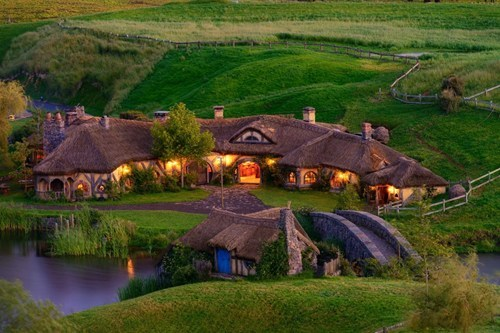 hobbiton,green dragon pub,The Hobbit