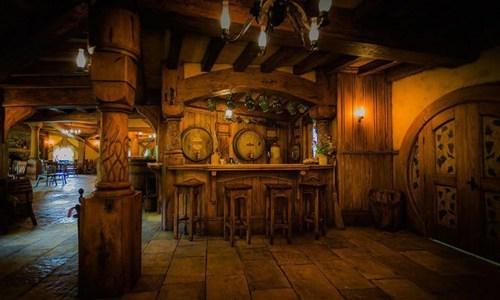 new zealand,nerdgasm,pub,hobbit