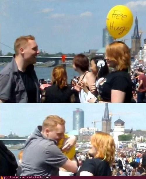 Free Hugs balloon - 6887506176