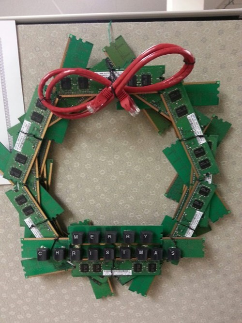 christmas computers nerdgasm wreath Tech
