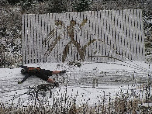ouch,snow,wipeout,bike