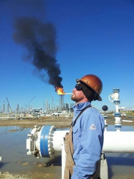 photography,oil rig,perspective,smoke break