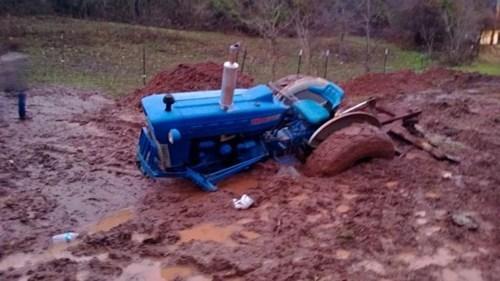 farming tractor sinking mud - 6902021888