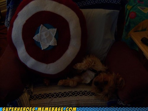 Pillow,crochet,captain america
