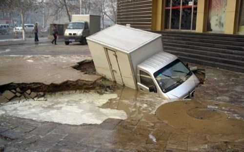 sinkhole,cars,truck