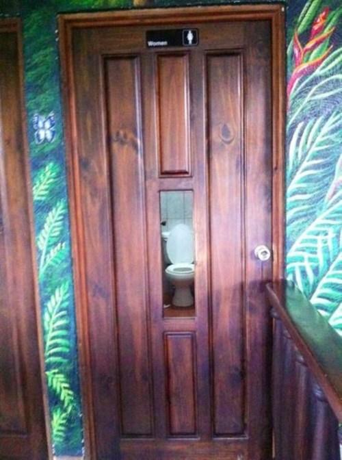 bathroom weird creepy - 6959670784