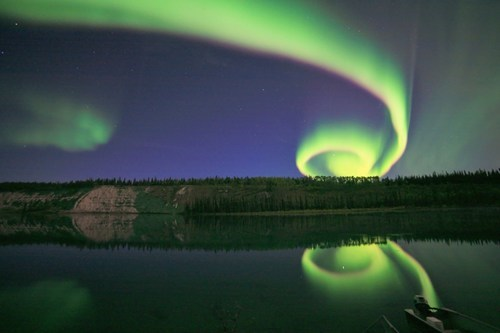 northern lights,spiral,pretty colors,night,aurora