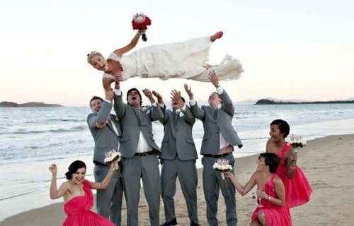 bride,bridal party,beach,toss,throw