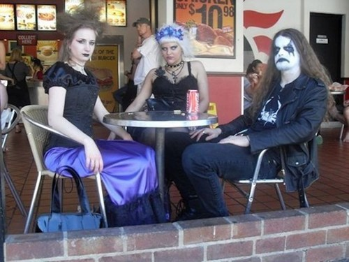 goth,mall,food court