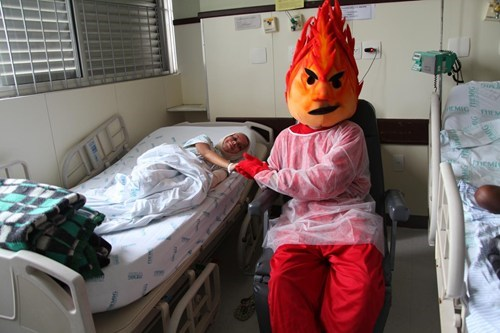 burn victims,hospital,mascots