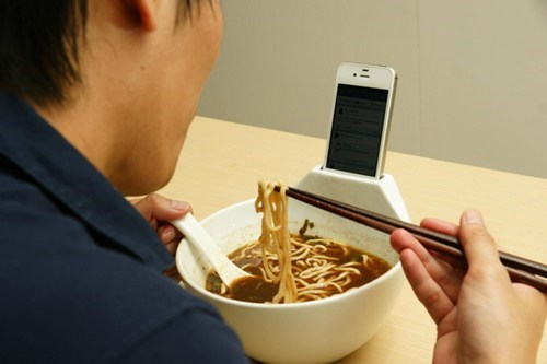 meals,stand,noodles,bowl,lonely,iphone
