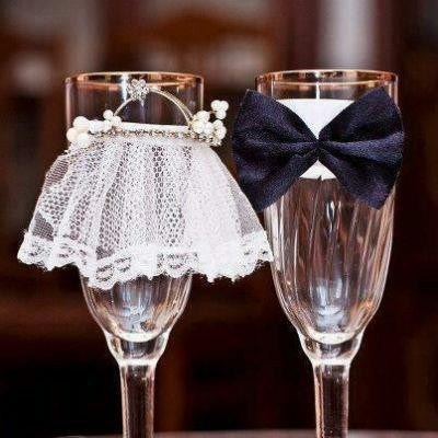 champagne flutes,decorated,bride,groom,bow tie,glasses,veil