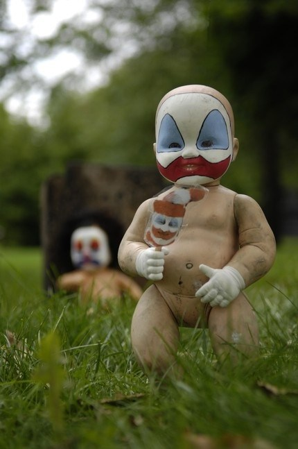 clown,creepy,dolls,nightmare fuel
