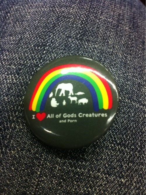 rainbows,creatures,buttons,pr0n,poorly dressed