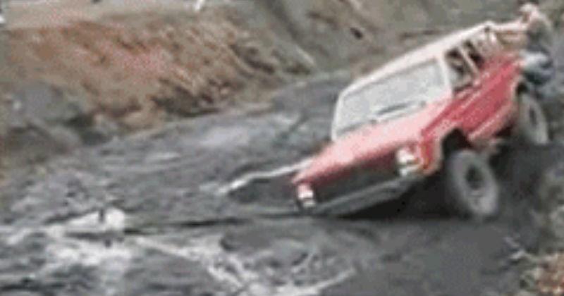 FAIL cringe cars driving fail gif ridiculous stupid - 7026437
