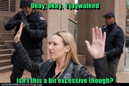 Anna Torv Fringe excessive Olivia Dunham jaywalking - 7043424000