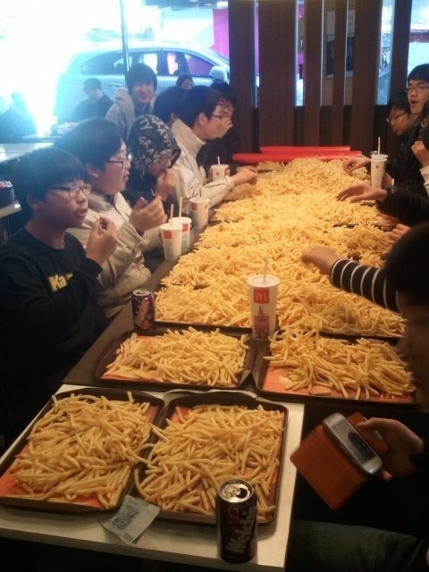 french fries prank fast food - 7093895680