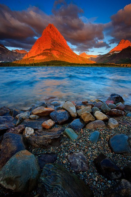 beach,mountains,pretty colors,lake,sunset