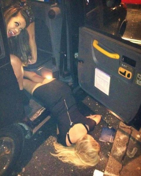 woo girls passed out Party too drunk - 7113586944