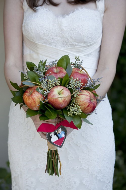 bouquet flowers apples