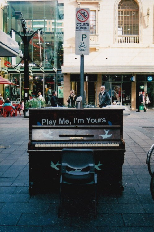 play me,street musicians,pianos