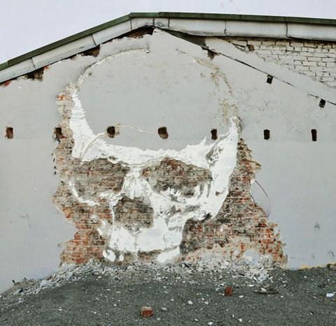 Street Art skull graffiti hacked irl - 7130263552