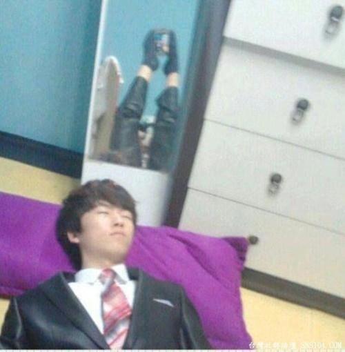selfie sleeping caught sleeping - 7150073600