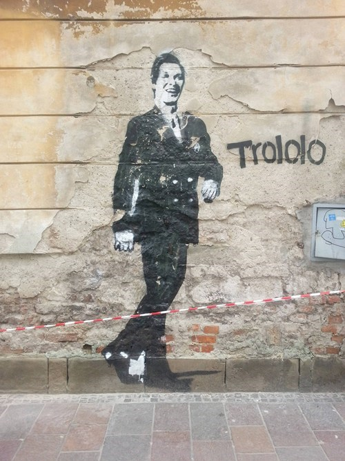 Street Art trololo graffiti hacked irl - 7166698752