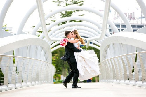 kisses,bridges,wedding photos