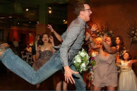 diving bouquet toss receptions - 7240316672