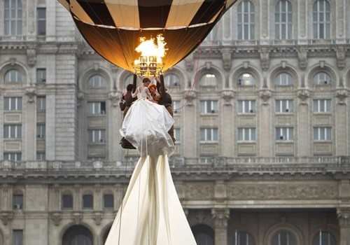 wedding dresses hot air balloons pretty